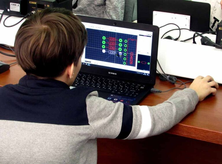 Проектируем печатные платы Центр Разум Робототехника, электроника, программирование, английский для детей в Омске