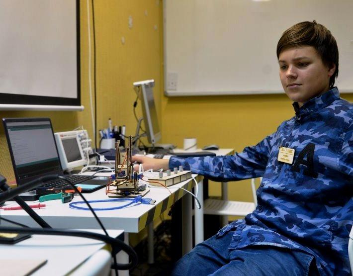 Центр молодежного инновационного творчества ЦМИТ РАЗУМ Омск Робототехника Электроника Программирование Моделирование