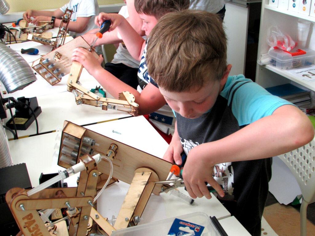 Конструирование и работа с ручным инструментом